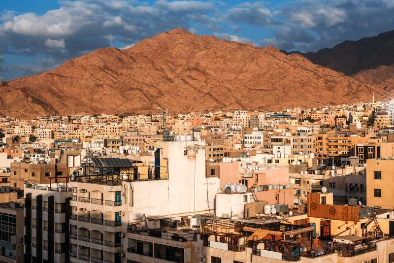Sikt av staden av Aqaba royaltyfria bilder