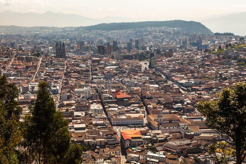 Sikt av staden av Quito arkivfoton