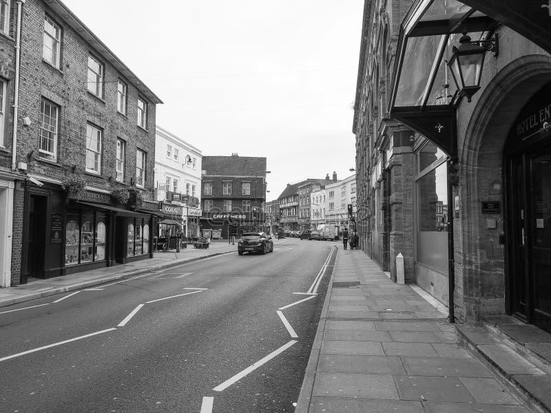 Sikt av staden av Salisbury i svartvitt royaltyfria bilder