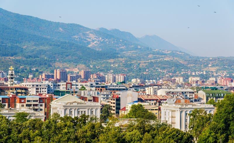 Sikt av staden av Skopje arkivbild