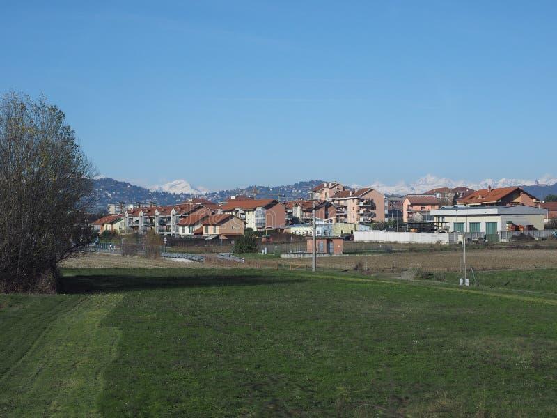 Sikt av staden av Chieri royaltyfri foto