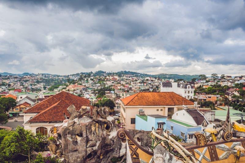 Sikt av staden av Dalat, Vietnam resa till och med det Asien begreppet arkivfoto