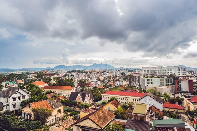 Sikt av staden av Dalat, Vietnam resa till och med det Asien begreppet royaltyfri bild