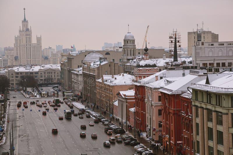 Sikt av staden från observationsdäcket av den centrala världen för barn` s center historiska moscow arkivbild