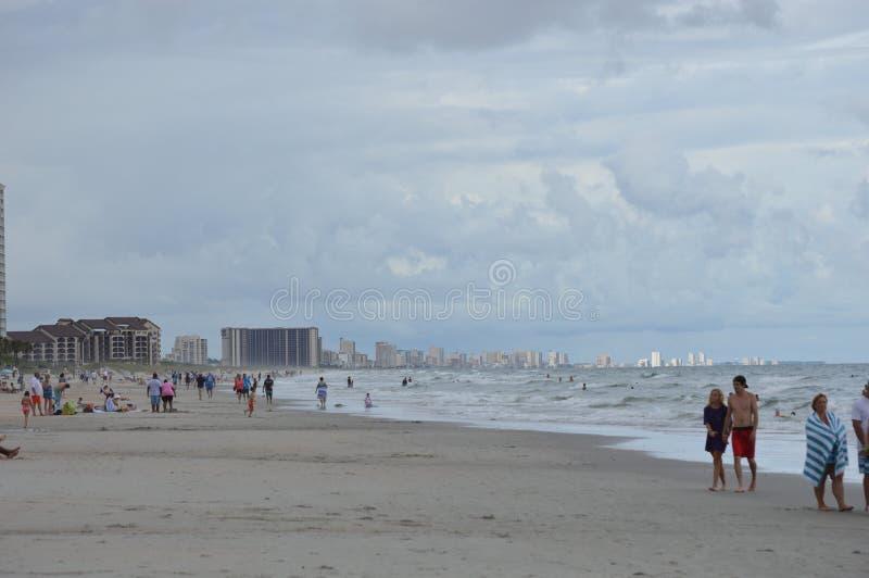 Sikt av staden från stranden arkivfoto