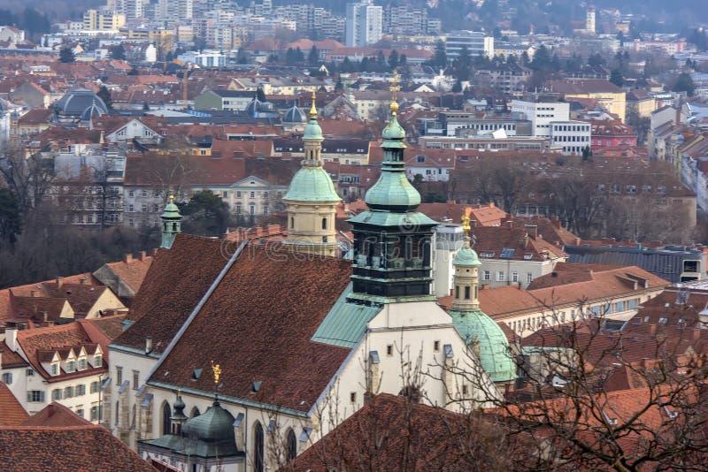 Sikt av staden av Graz från över, Österrike arkivfoto