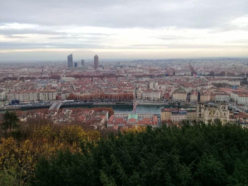 Sikt av staden av Lyon från kullen av Fourvière royaltyfri bild
