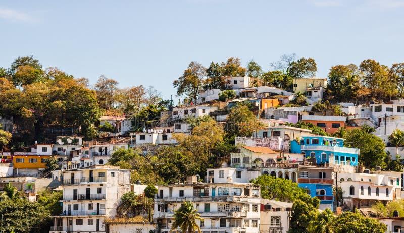 Sikt av staden av Manzanillo, Mexico Mexikan riviera arkivbilder