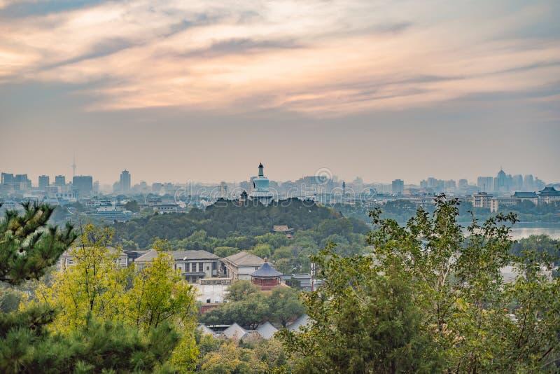 Sikt av staden av Peking från en höjd Kina royaltyfri bild