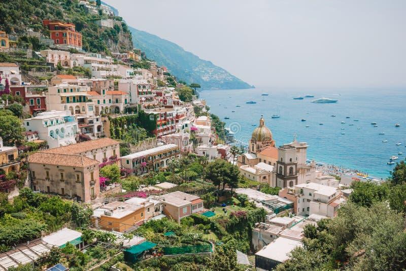 Sikt av staden av Positano med blommor fotografering för bildbyråer