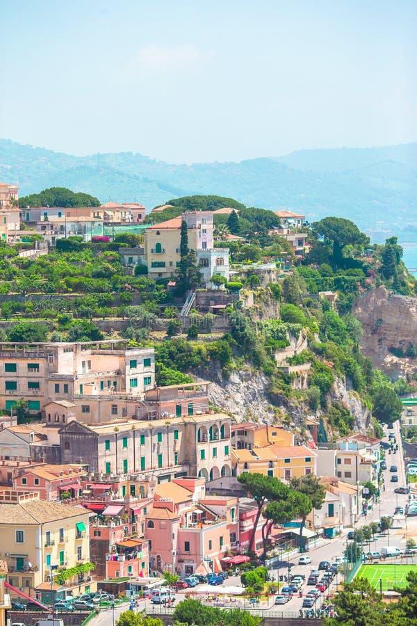 Sikt av staden av Positano med blommor royaltyfri foto