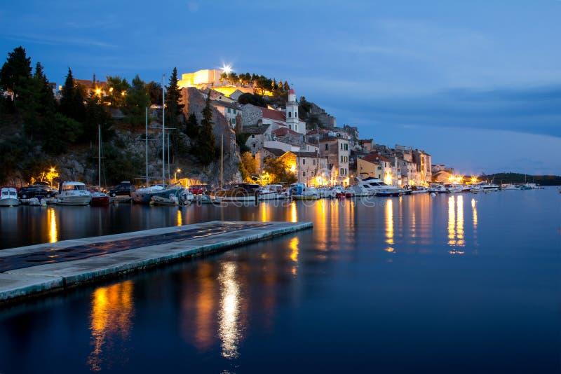 Sikt av staden av Sibenik i Kroatien royaltyfria foton