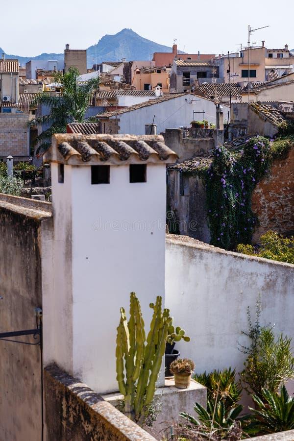Sikt av stadens olika tak arkivfoton
