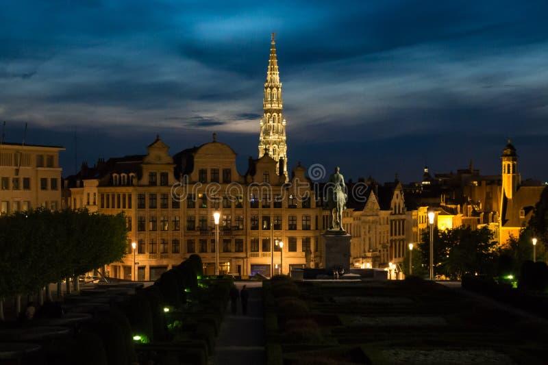 Sikt av stadshuset av Bryssel på skymning royaltyfri bild
