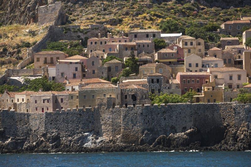 Sikt av stenhus på den medeltida fästningen arkivfoton