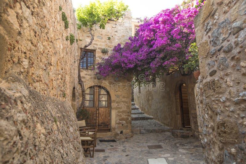 Sikt av stenhus på den medeltida fästningen arkivfoto