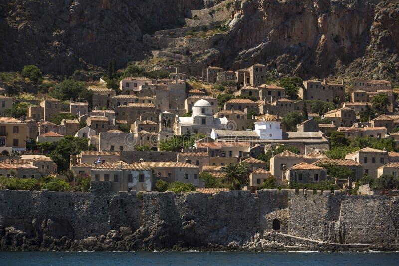 Sikt av stenhus på den medeltida fästningen arkivbilder