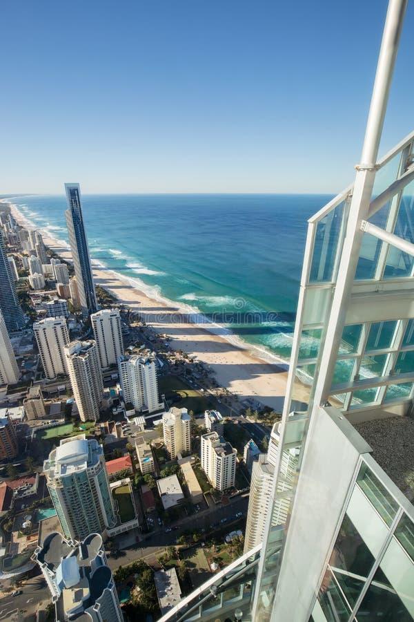 Sikt av surfareparadishorisont och beachfront från byggnad Q1 fotografering för bildbyråer