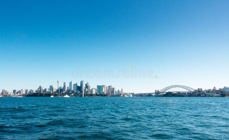 Sikt av Sydney CBD från färjan royaltyfri bild