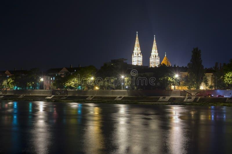 Sikt av Szeged på nigth royaltyfri bild