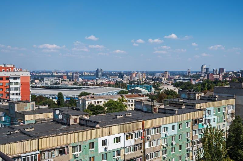 Sikt av tak av stads- höga löneförhöjningar fotografering för bildbyråer