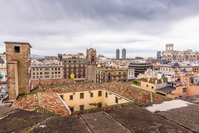 Sikt av taken av Barri Gotic från domkyrkaterrassen Barcelona royaltyfri foto