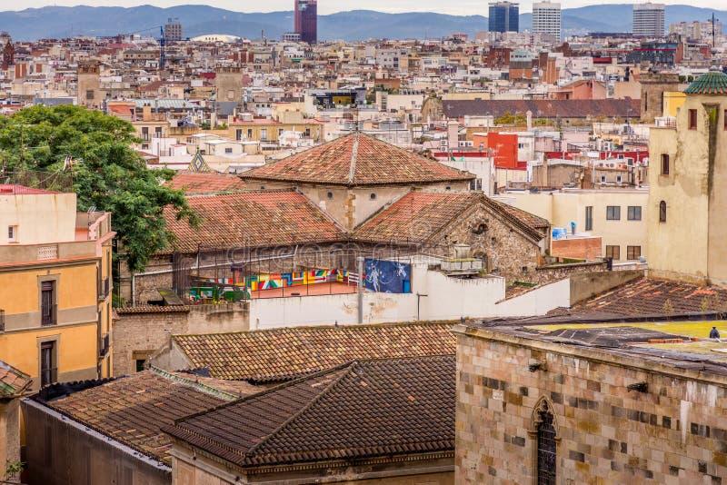 Sikt av taken av Barri Gotic från domkyrkaterrassen Barcelona arkivbild