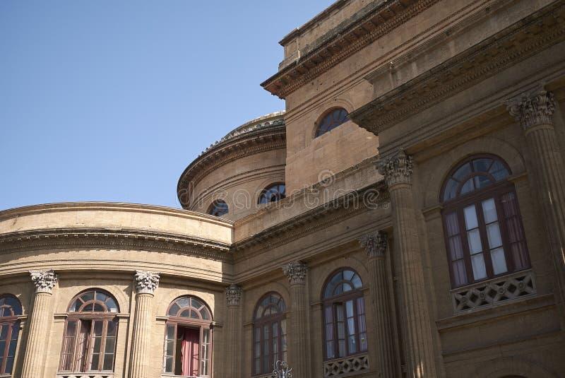 Sikt av Teatro Massimo arkivfoto