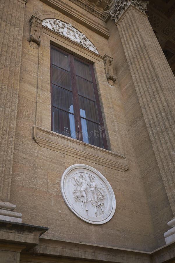 Sikt av Teatro Massimo royaltyfri bild