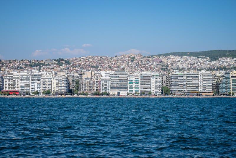 Sikt av Thessaloniki Grekland från havet arkivbild