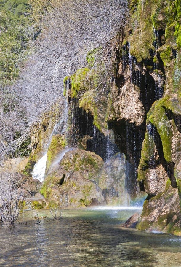 Sikt av vattenfall som är längst ner av uthärdade stället för flod` det s arkivfoto