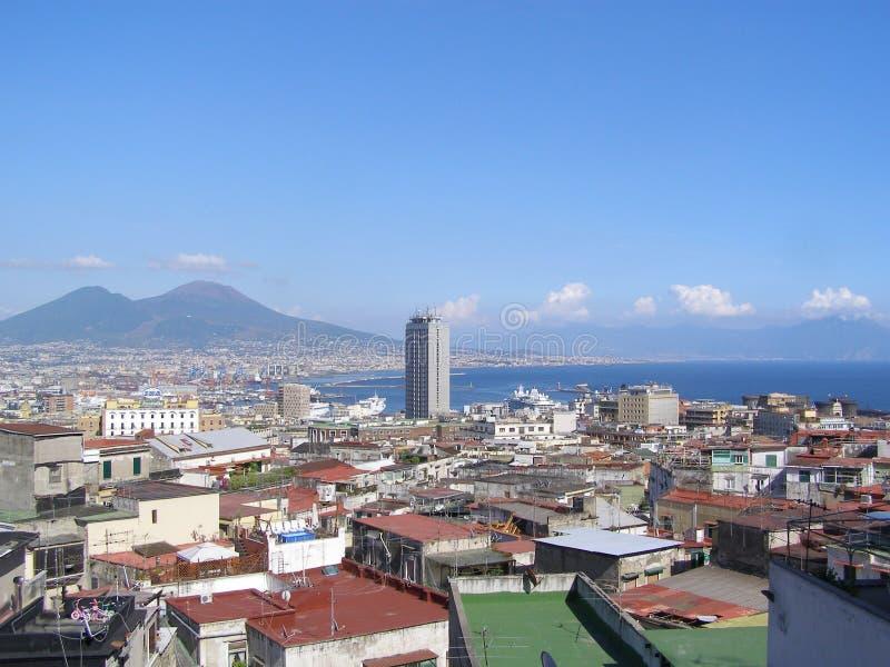 Sikt av Vesuvio från Naple arkivbild