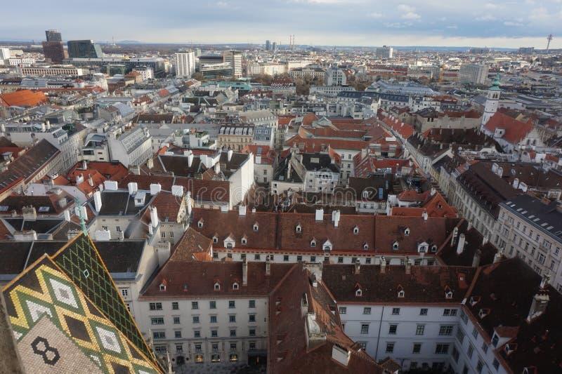 Sikt av vintern Wien från tornet av domkyrkan för St Stephen's royaltyfri foto