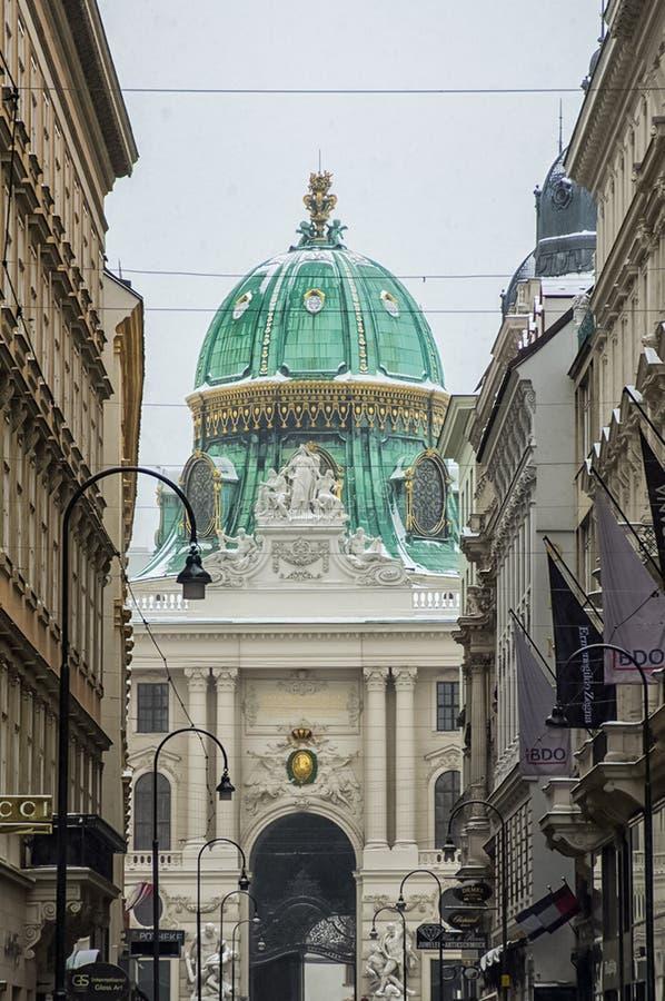 Sikt av Wien, byggnader och gator av staden av Wien arkivfoton