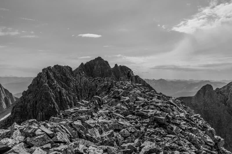 Sikt av Wilson Traverse steniga colorado berg fotografering för bildbyråer