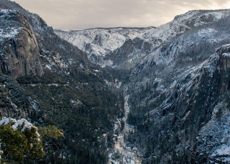 Sikt av Yosemite från 120 royaltyfri bild