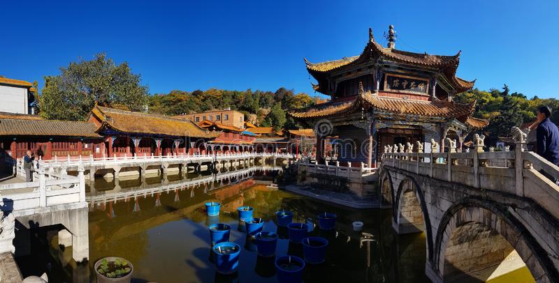 Sikt av Yuantong den buddistiska templet i Kunming, Yunnan, Kina royaltyfri foto