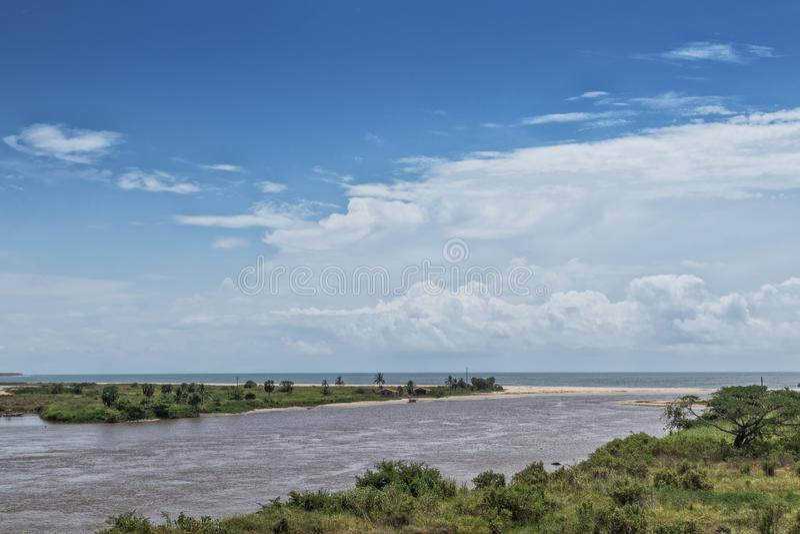 Sikt av Zairet River i Soyo _ arkivfoto