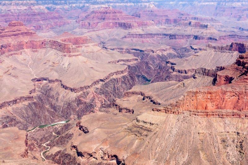 Sikt för öga för fågel` s på Colorado i Grand Canyon royaltyfria foton
