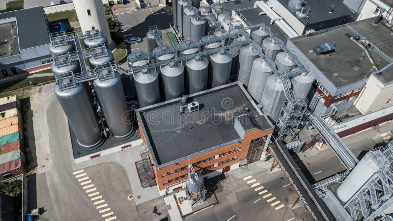 Sikt för öl för fabrik för tillverkning av bästa från surret royaltyfria foton