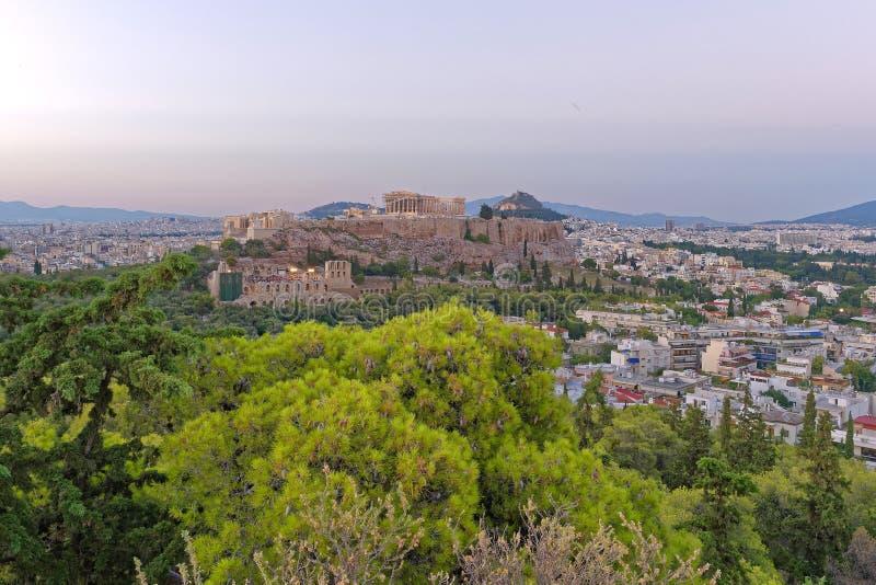 Sikt för Aten Grekland, parthenon- och akropoli skymningen royaltyfri foto