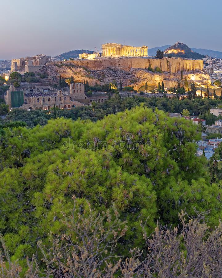 Sikt för Aten Grekland, parthenon- och akropoli skymningen royaltyfri bild