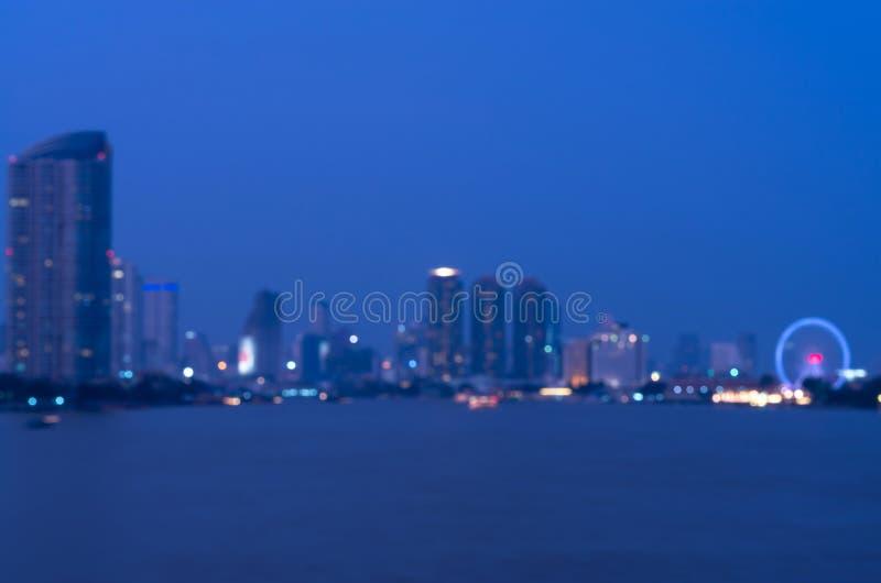 Sikt för Bangkok cityscaperivew på skymningtid, suddigt foto royaltyfri bild