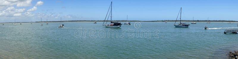 Sikt för Burrum huvudQueensland panarama av havet royaltyfri bild