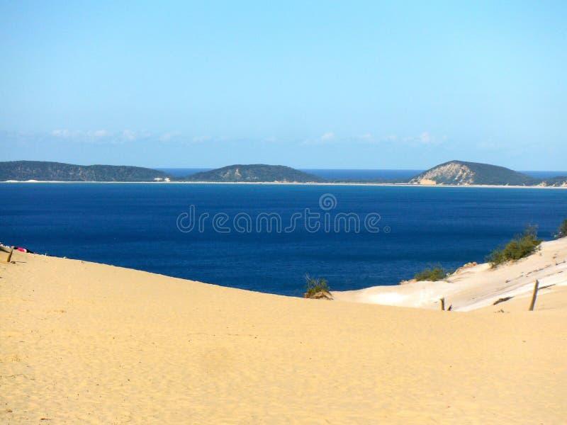 Sikt för Carlo sandblowQueensland hav royaltyfri fotografi