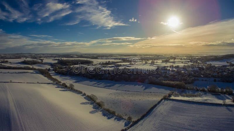 Sikt för fågelöga av Shropshire efter en snöstorm royaltyfri bild