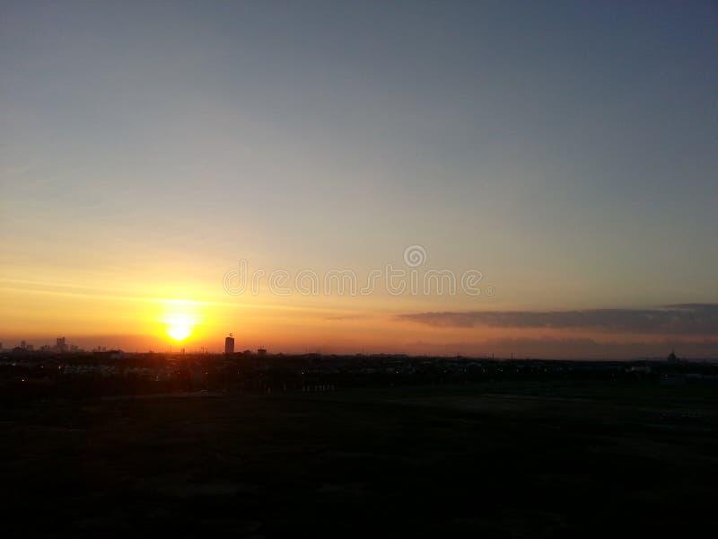Sikt för förvirrad ferie för solnedgånghimmeljord trevlig arkivbild