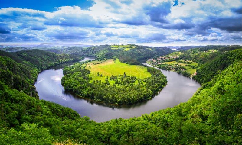 Sikt för flod för naturpanoramahästsko arkivbild