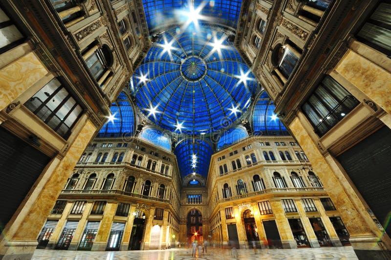 Sikt för galleriUmberto natt, Naples, Italien royaltyfri bild