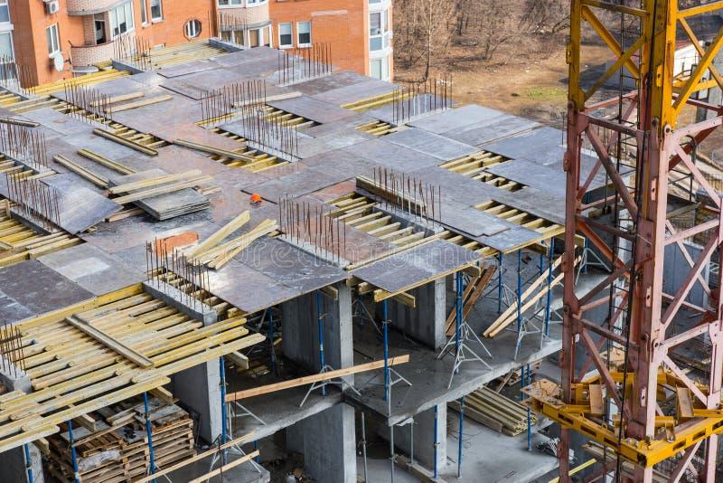 Sikt för hög vinkel av byggnad i konstruktion royaltyfria foton